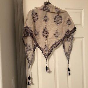 💋Aritzia Talula Floral Triangle scarf tassel EUC